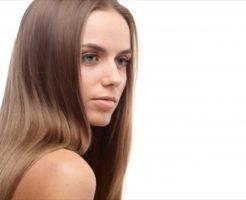 肌と髪の毛の美しい外国人女性