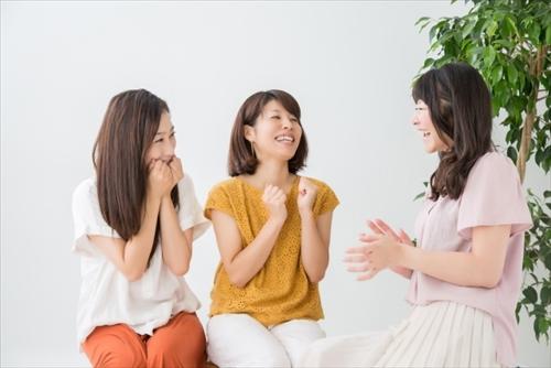 うれしい効果について話す女子たち