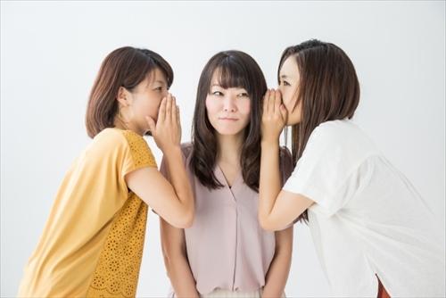 トライアルセットの話しをする女性達