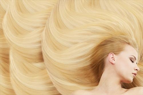香りも良く美しく健やかな髪の女性