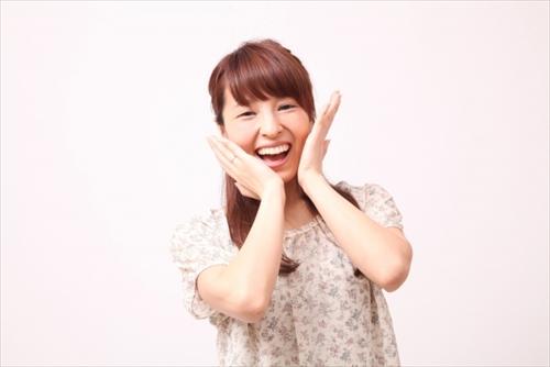 発酵コスメの肌への効果に喜ぶ女性