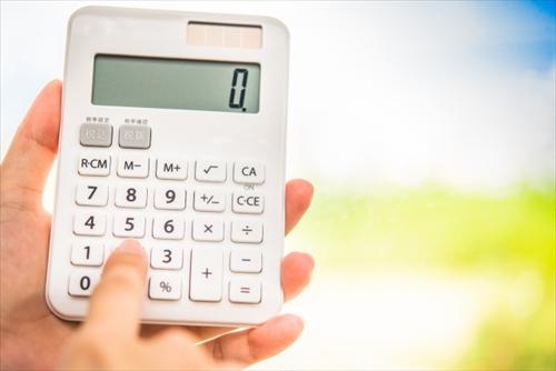 電卓を使って価格を比較する