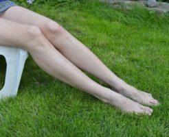 スッキリと細い脚の女の人