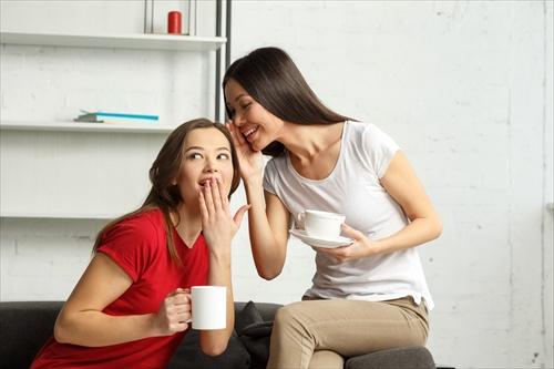 口コミをする女子たち