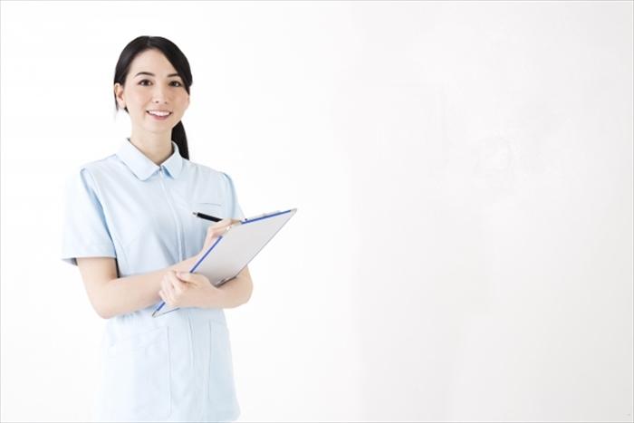 成分について話す女性看護師さん