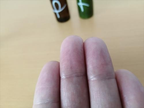 キヤク「キ」を塗った後の指先